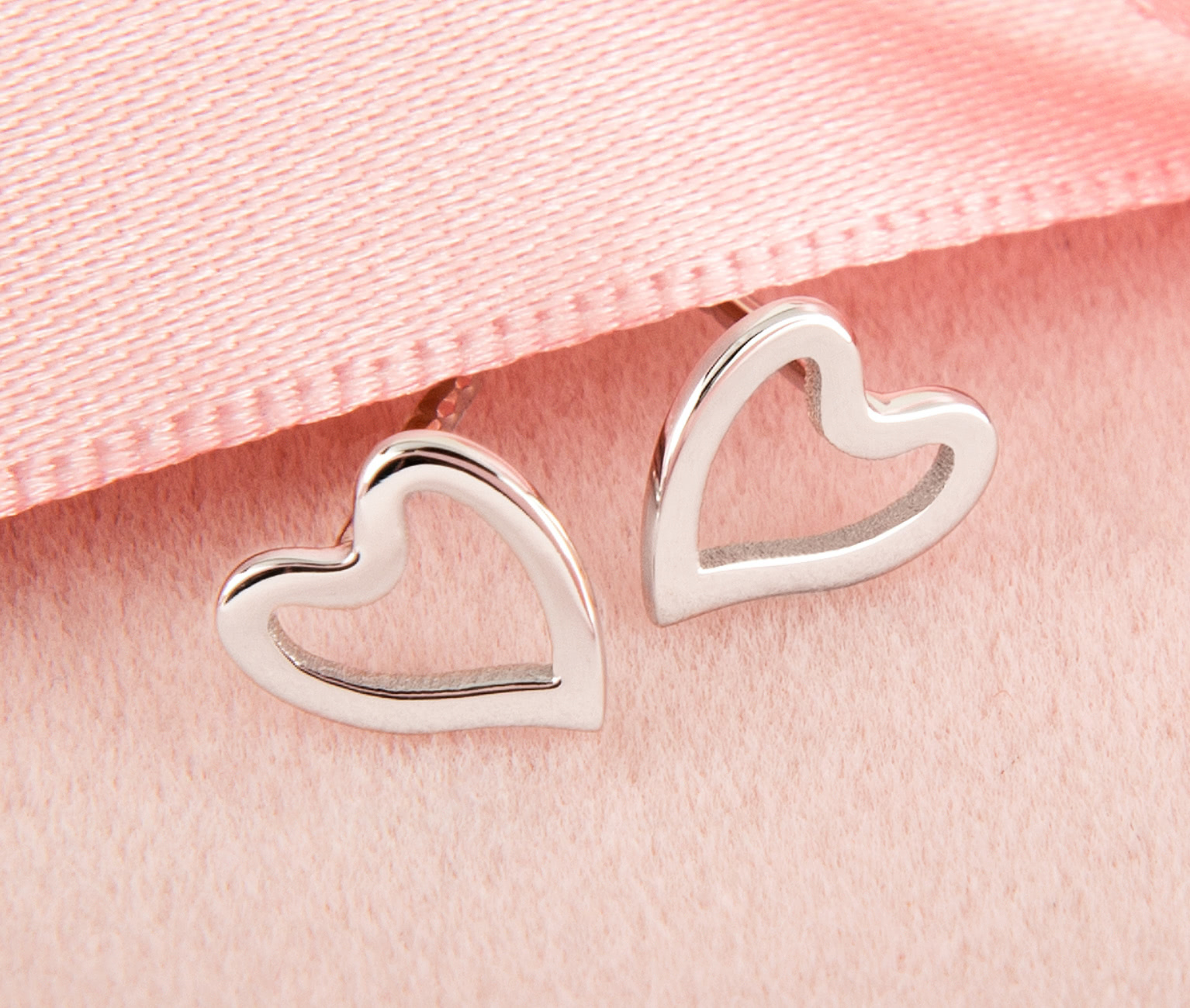 Insignety-Valentine-Jewellery-Collection-2018-Heart-Necklace-Earrings-White-Gold
