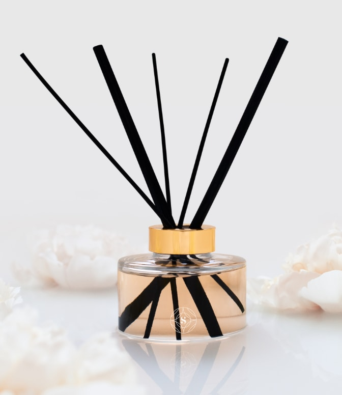//insignety.com/wp-content/uploads/2018/08/touch-reed-diffuser@2x.jpg